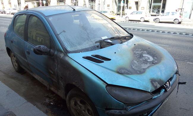 Tüzes autók, meleg helyzetek
