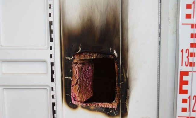 Lebukott a bűnbanda, ajtólapok égetésével törtek be a házakba