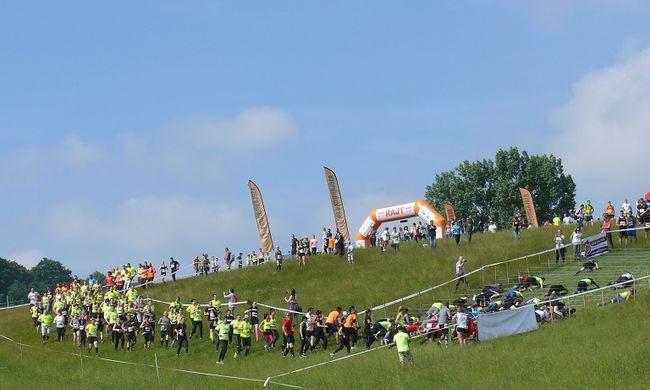 Az ország legnagyobb hagyományőrző akadályversenye a Cseszneki vár környékén